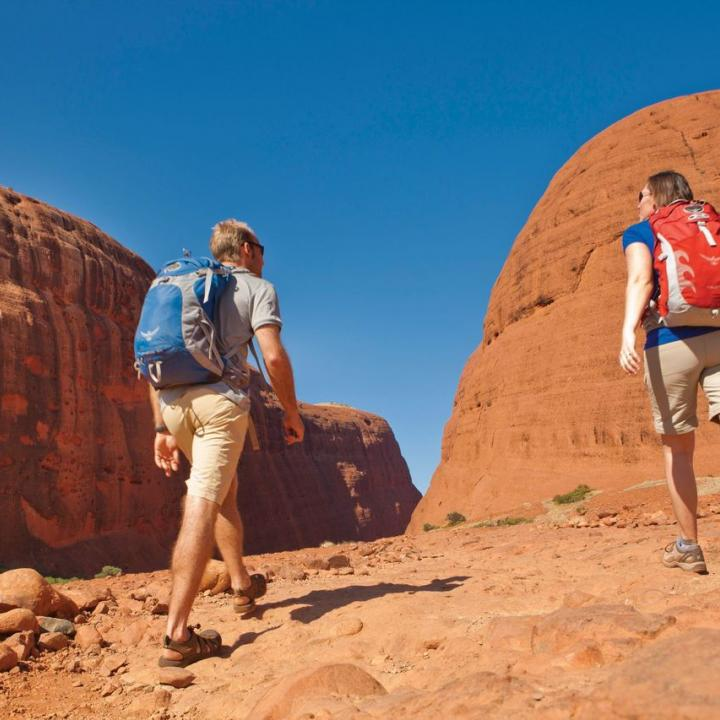 2 hikers in Australian outback